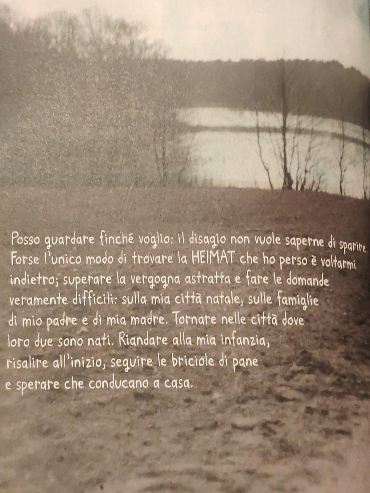 Mio Caro Fumetto - Heimat: un album di famiglia tedesco - Pagina del volume in cui Nora Krug spiega il suo modo di trovare la Heimat.