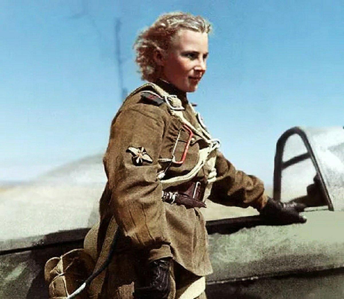Mio caro fumetto... - Il Giglio Bianco di Stalingrado vicino al suo Yak-1